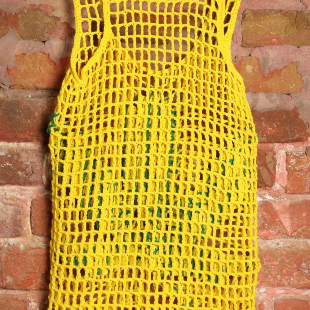 Футболка вязаная желтая с листом конопли